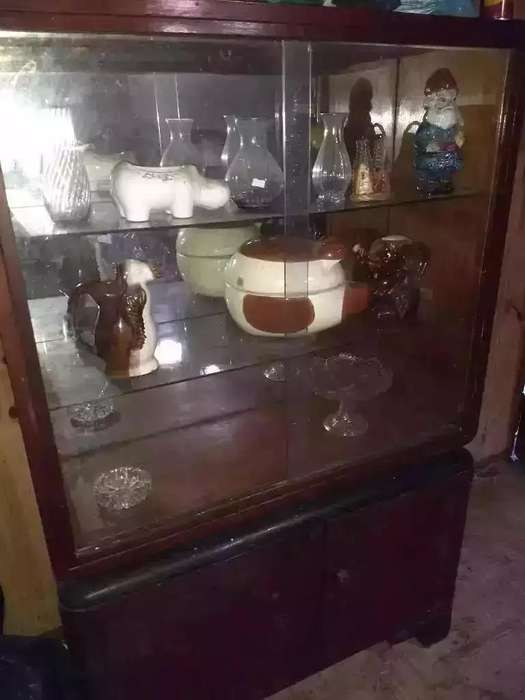 Mueble Antiguo con Puertas Corredizas