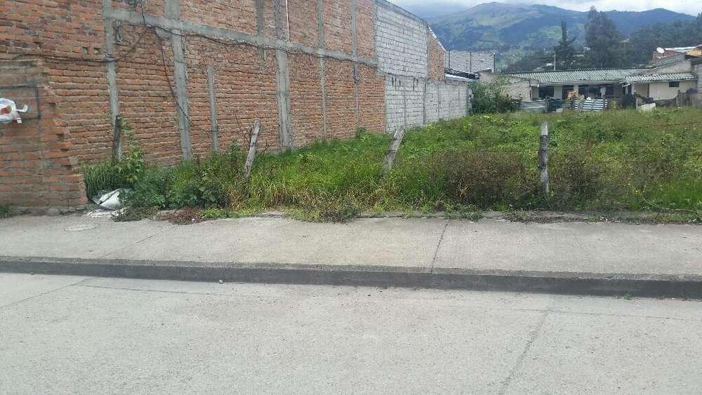 Se Vende Terreno en La Ciudadela Simón Bolivar a dos cuadras de la vía a Baños