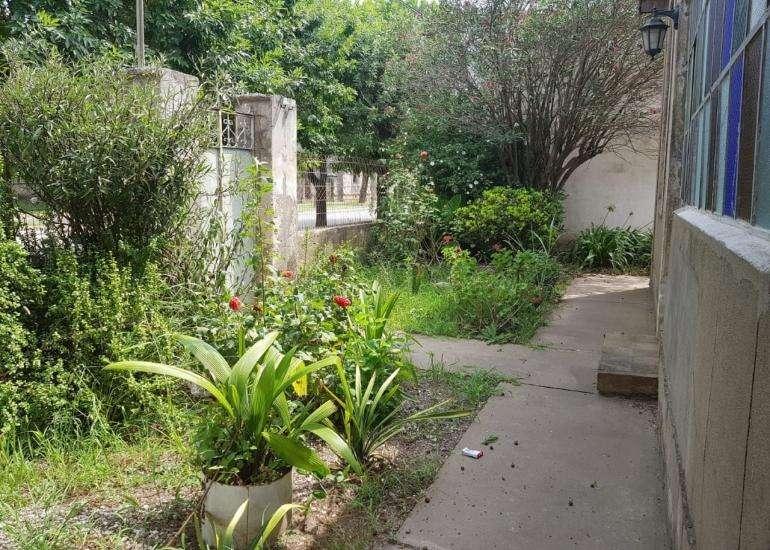 Casa en venta en muy buen estado ideal para descanso con enorme patio