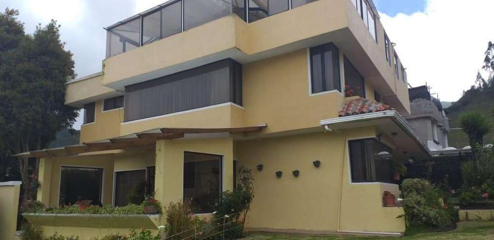 C/Calacalí! Hermosa casa totalmente amoblada de 600M2 en venta!! 800M2 de terreno!!