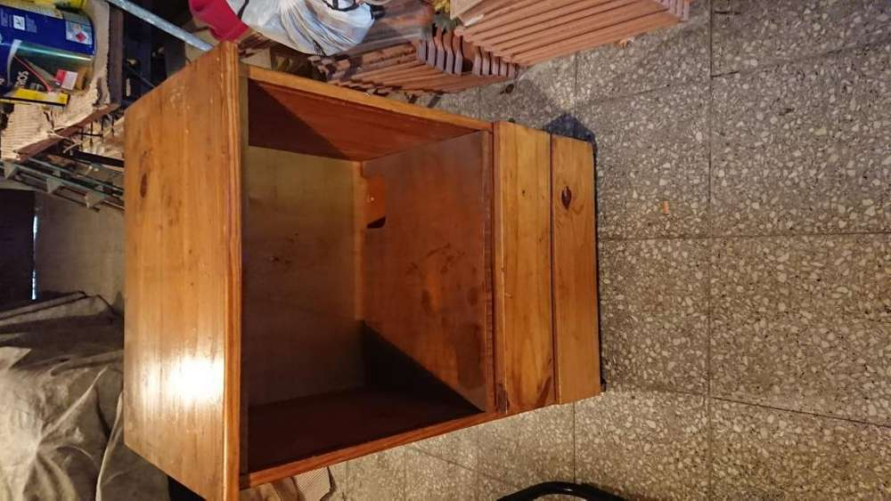 Mesa para TV PC O AUDIO madera maciza muy fuerte