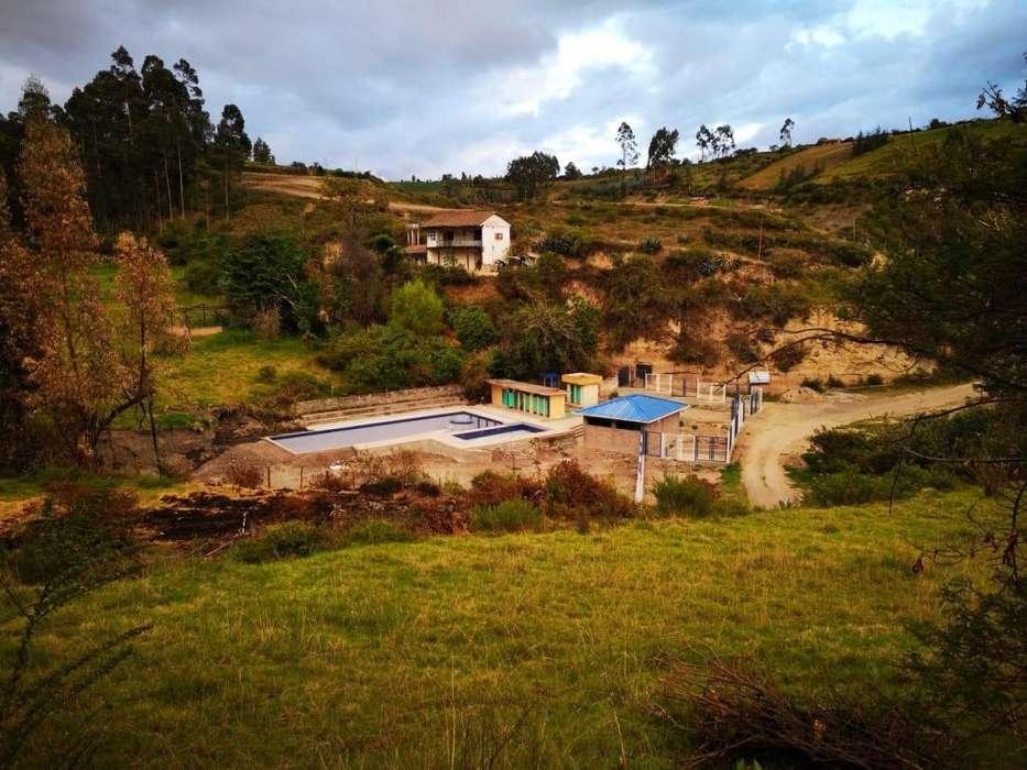Invierte FINCA 11,7 ha. con balneario. Potencial para turismo y cultivos. Acceso directo.