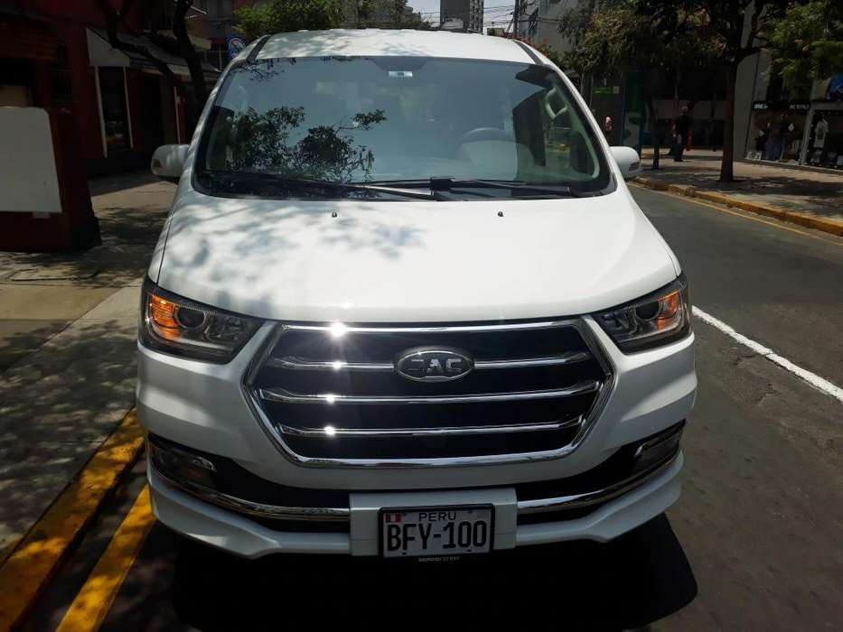 Alquiler de Minivan, Van y camionetas sin chofer S/. 180.00 soles