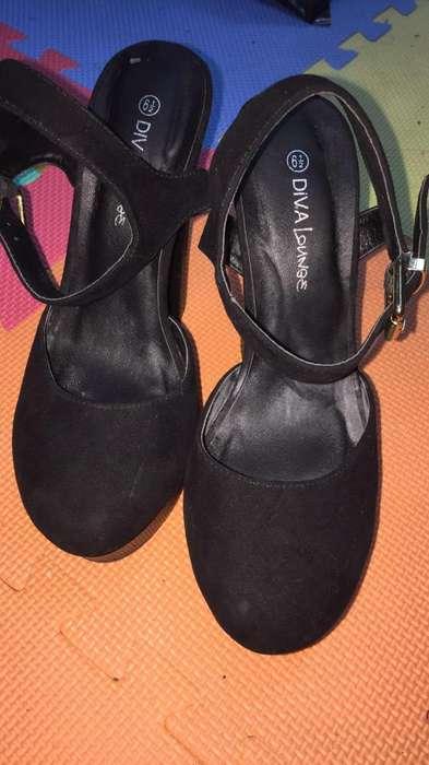 Zapatos de Tacon Negros