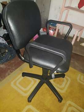 Usado, Vendo 2 sillas para oficina o peluqueria
