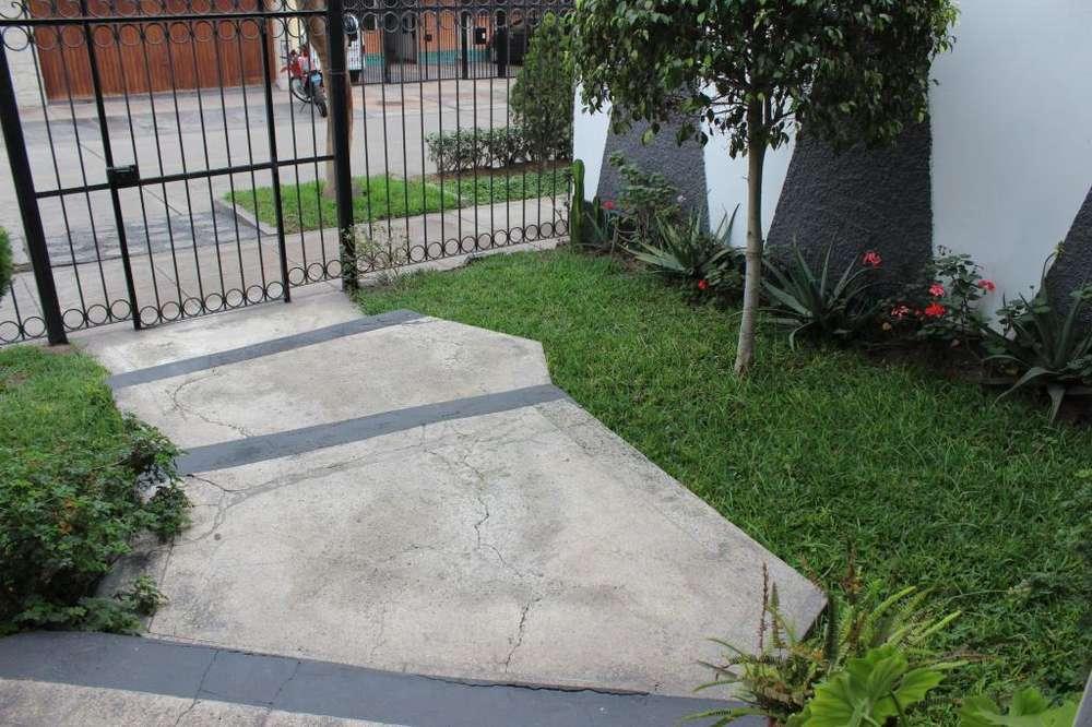 Casa de 2 niveles para remodelar en San Borja kx1488