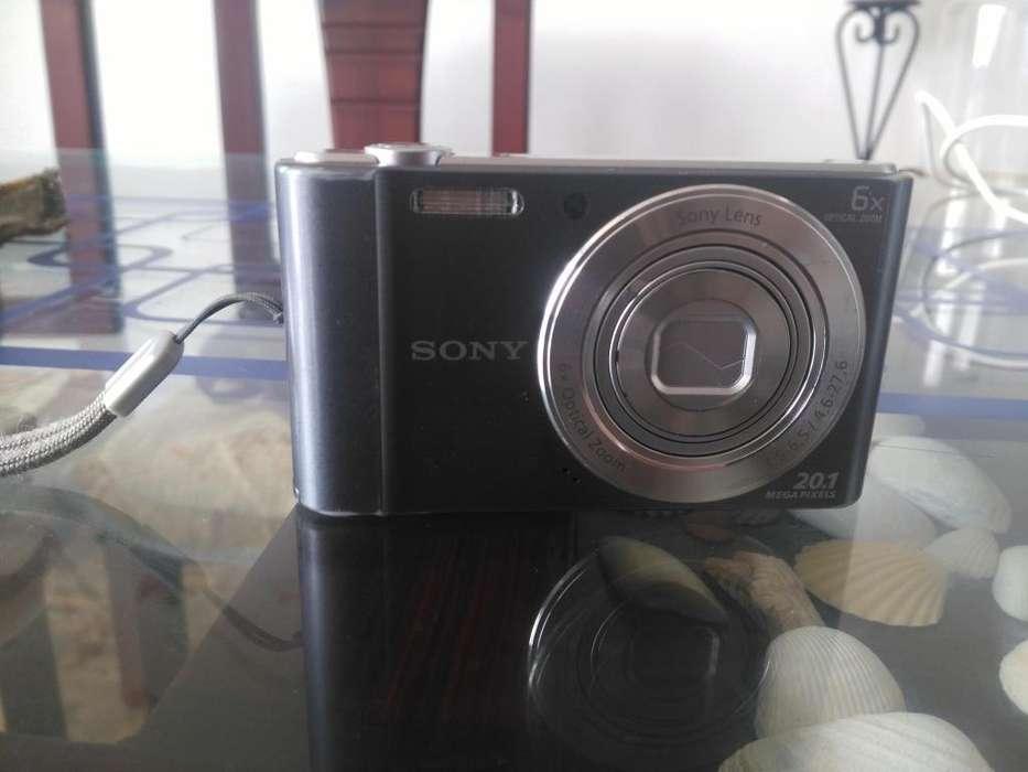 Vendo cámara de fotos digital SONY