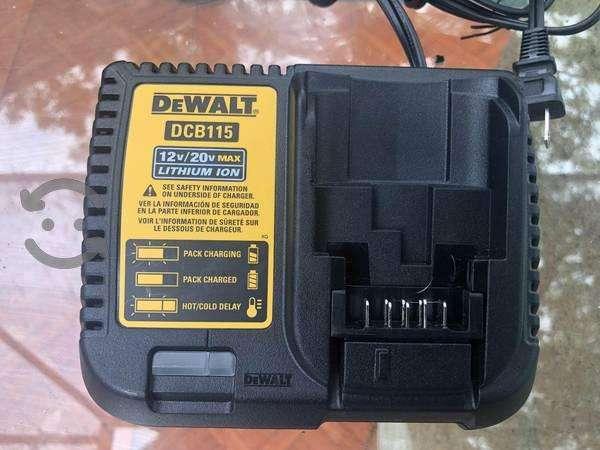 vendo bateria y cargador dewalt 20v