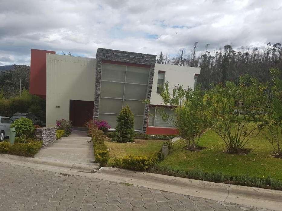 Venta de Casa en Nayón, Calle Tacuri, Norte de Quito