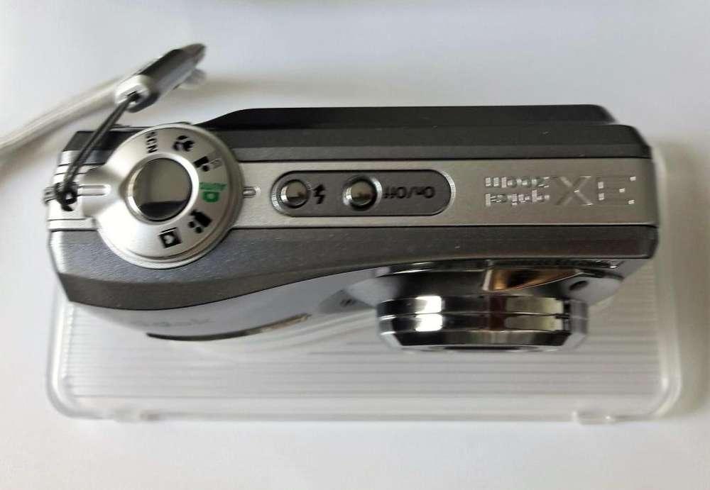 Cámara digital y cargador de pilas Kodak
