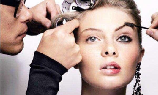 Maquillador, asesor de imagen