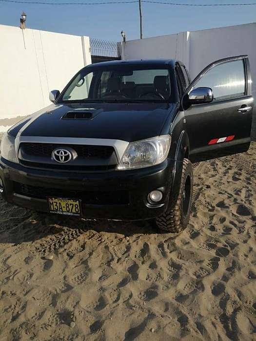 Toyota Hilux 2012 - 75000 km
