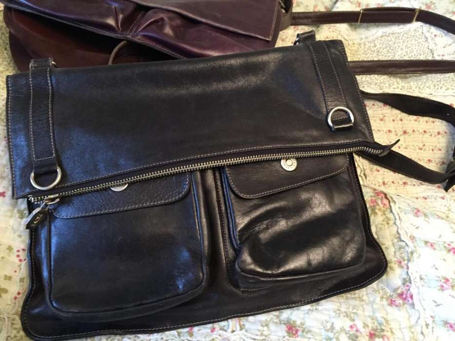 <strong>cartera</strong> Prune de cuero negro. Impecable!!!