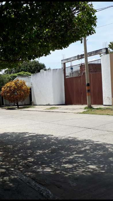 Casa Y Lote en El Barrio Los Musicos