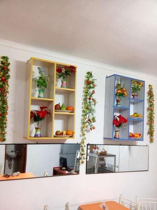 Decoración de 1 florero gigante con macetero 6 floreros c/ flores, frutas artificiales y ramas colgantes