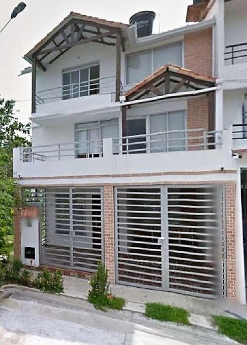 Vendo/Permuto Casa Esquinera en Sector Tranquilo y Residencial. Anillo Vial. Escucho Propuestas
