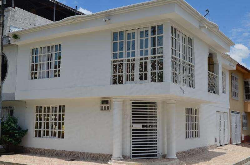 Cod. VBKWC-10403461 Casa En Venta En Guadalajara De Buga Urbanizacion Aures