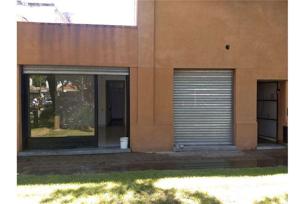 SE VENDE LOCAL CON TERRENO