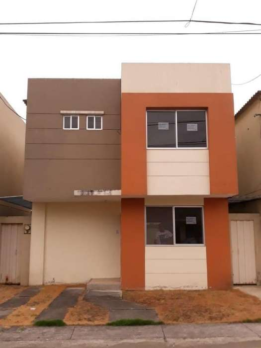 Urbanización compostela venta de hermosa casa de dos plantas m15v9