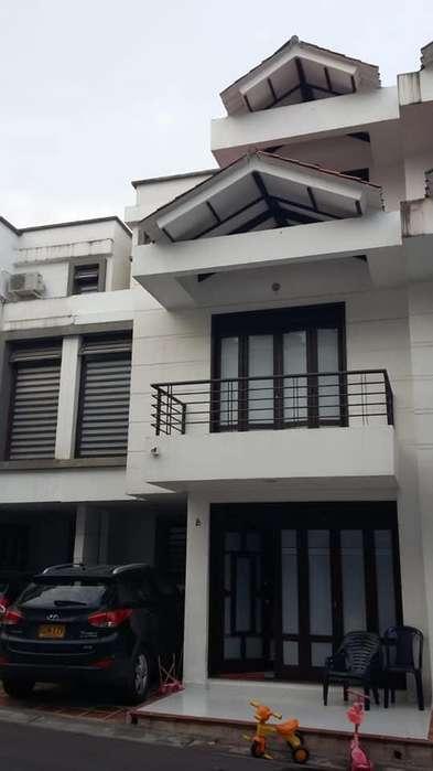 VENDO CASA EN VILLAVICENCIO $260 MILLONES. NECESITO <strong>apartamento</strong> EN VILLAVICENCIO DE MENOR VALOR. PROPONGA