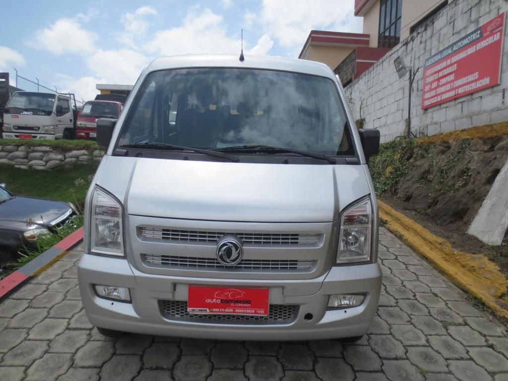 flamante furgoneta dong feng del 2015 full 11 pasajeros placas de pichincha