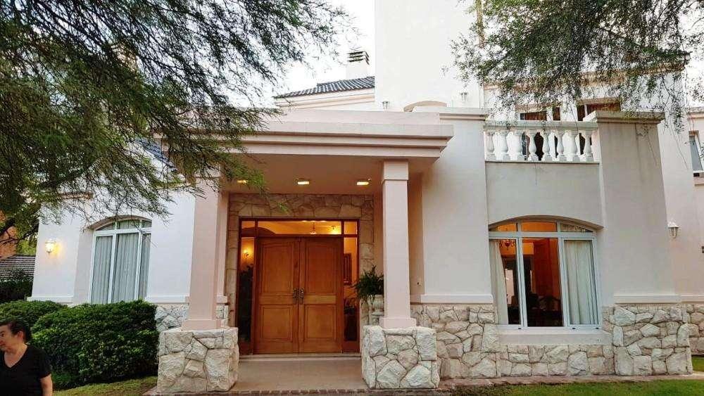 Casa en venta, Lomas De La Carolina, av ejercito argentino 9000