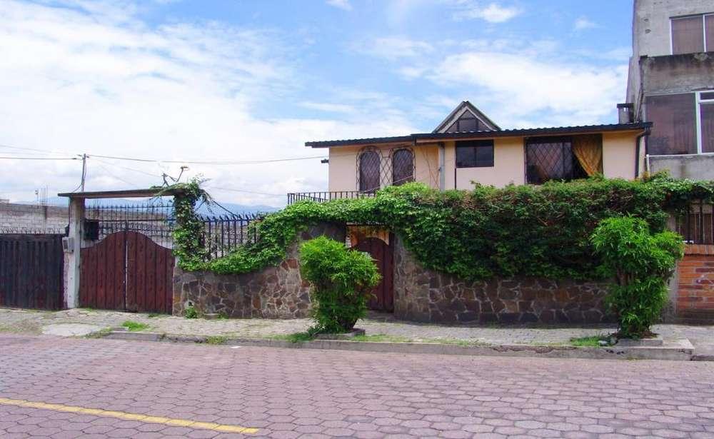 SANGOLQUÍ, casa independiente en venta, 5 habitaciones, de 197 m2