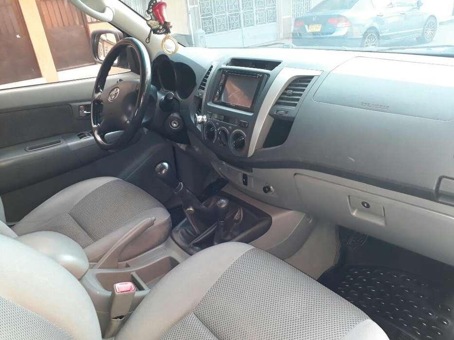 Toyota Hilux 2011 - 177000 km