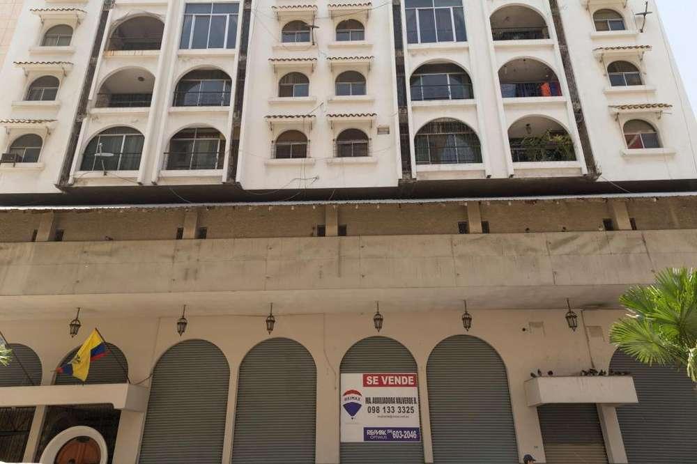 Venta de 2 pisos con mezzanine en el Centro de Guayaquil