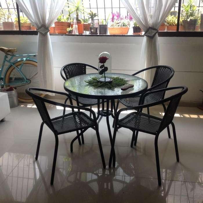 Vendo mesa de vidrio veranera con 4 <strong>sillas</strong> en mimbre en muy buen esta