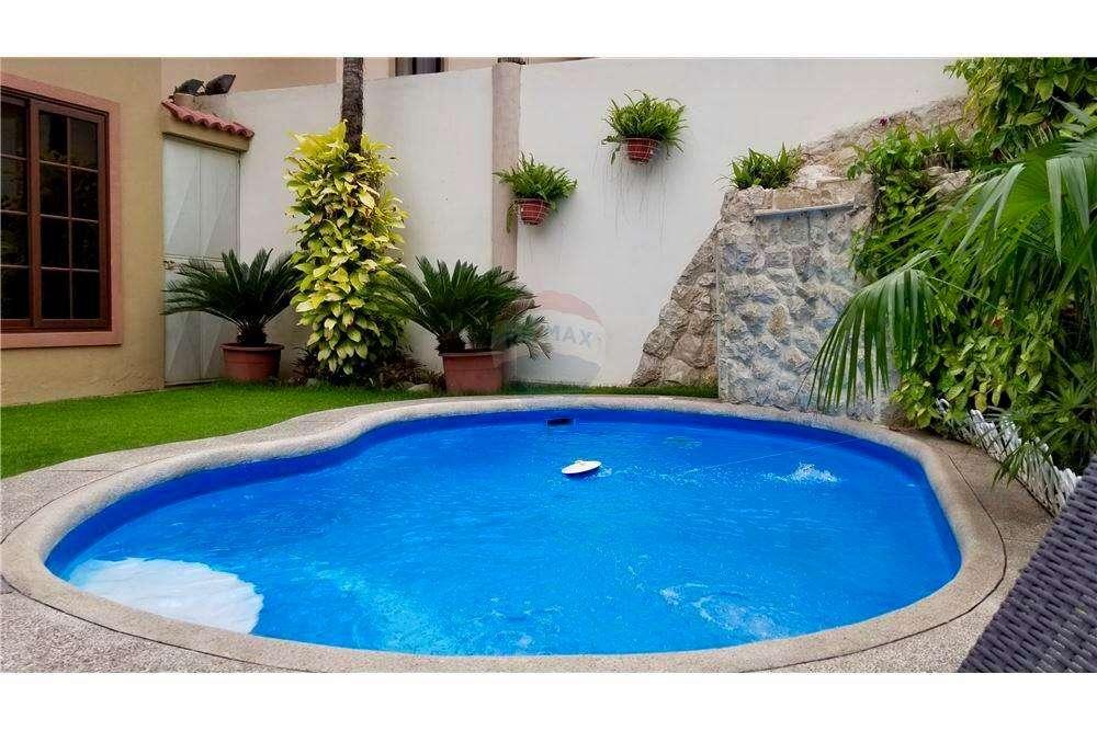 Venta de Casa en Urb. Via al Sol, junto al Colegio Logos, Via a La Costa