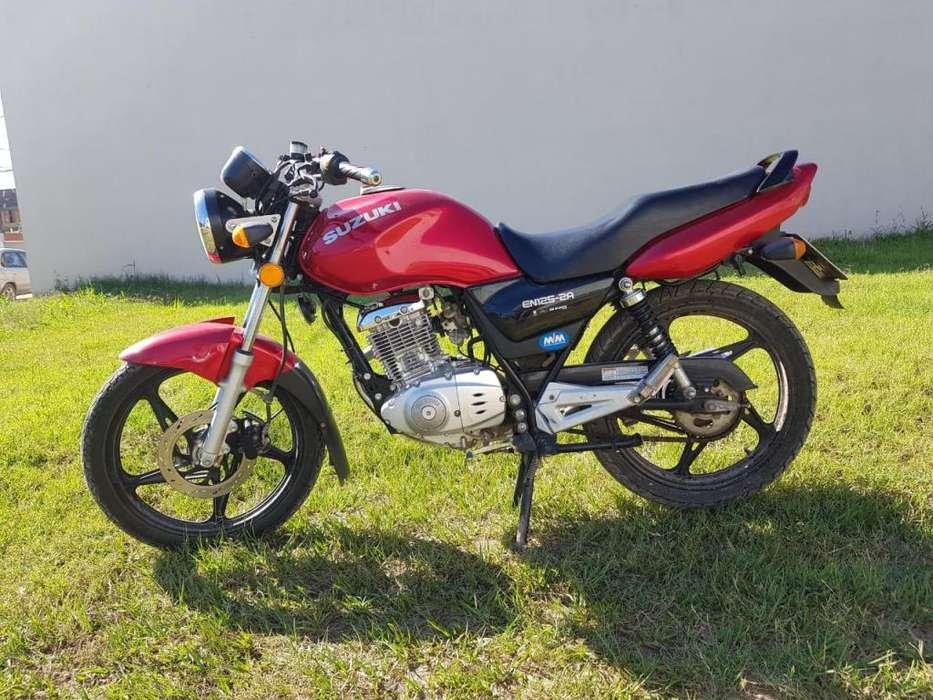 Moto Suzuki EN 125 2A Muñoz Marchesi