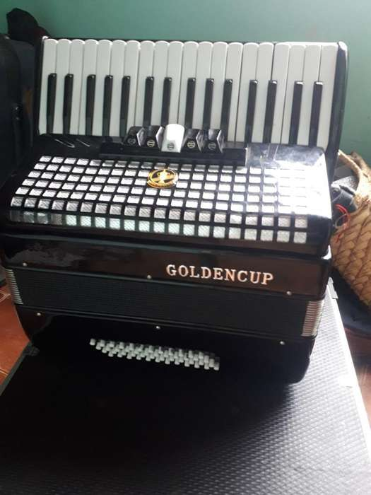 Acordeón a Piano Goldencup