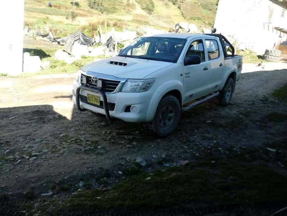 Toyota Hilux 2014 - 9200 km
