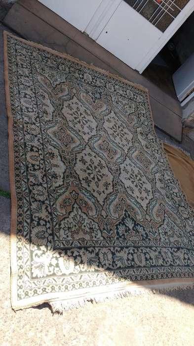 <strong>alfombra</strong> antigua en perfecto estado