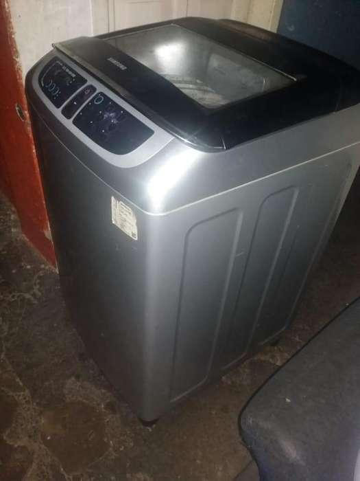 Se vende lavadora samsung 24 libras