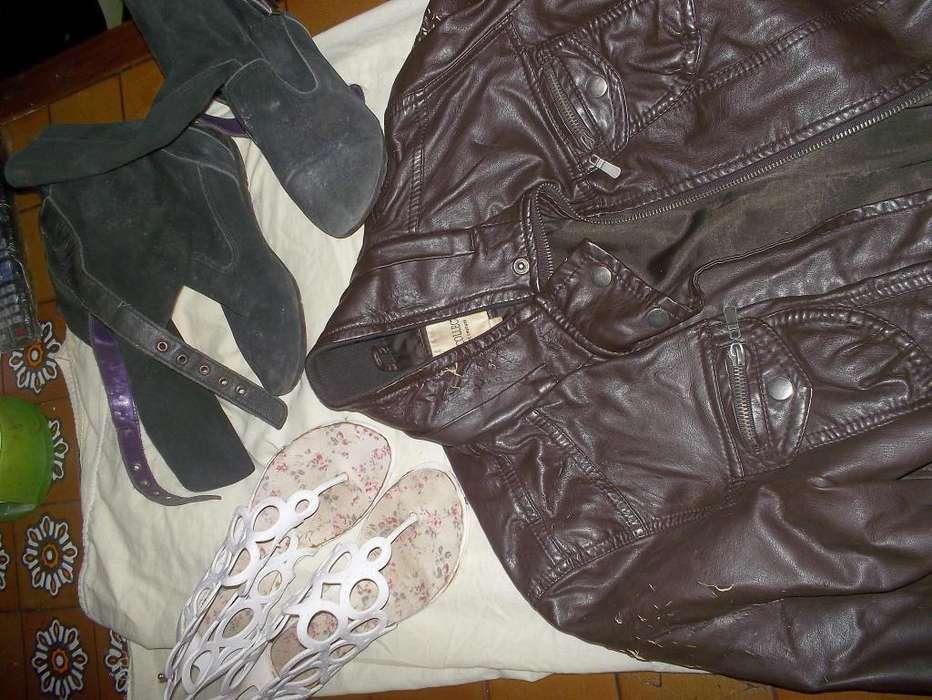 Ropa de mujer variada, botas, campera, jean