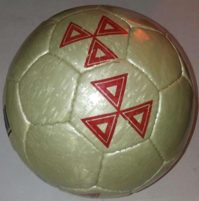 a Pelota de Futbol No 5 __