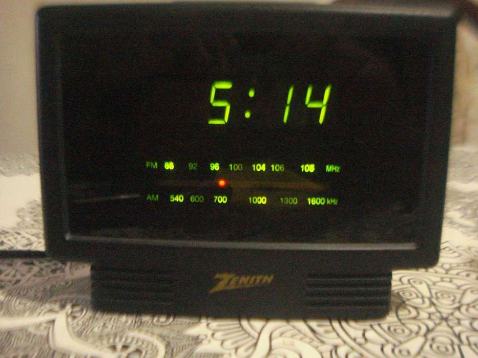 Radio Reloj Despertador Zenith Zg120m Raro Años 90s No Envio
