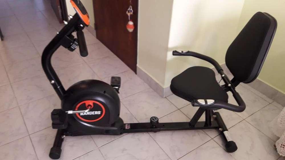 Bicicleta FIJA con respaldo,horizontal Magnética, marca Randers