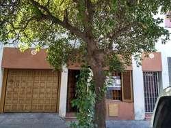 Excelente terreno, ubicado sobre calle Mariano Fragueiro 1.700, entre Jerónimo Cortéz y Ramírez de Arellano. U