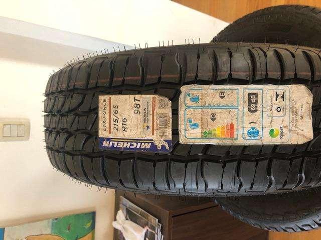 Cubiertas Michelin modelo LTX FORCE 215 65 16 OROCH, DUSTER, ECOSPORT, ETC NUEVAS!!!!!!!!!!!!!!