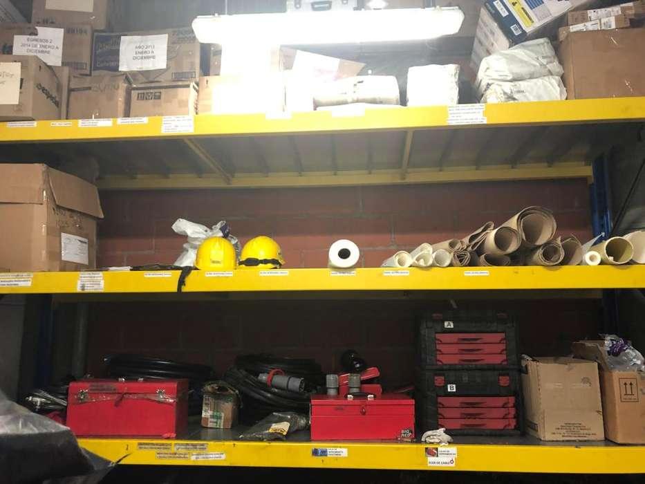 Montaje de almacenamiento color amarillo