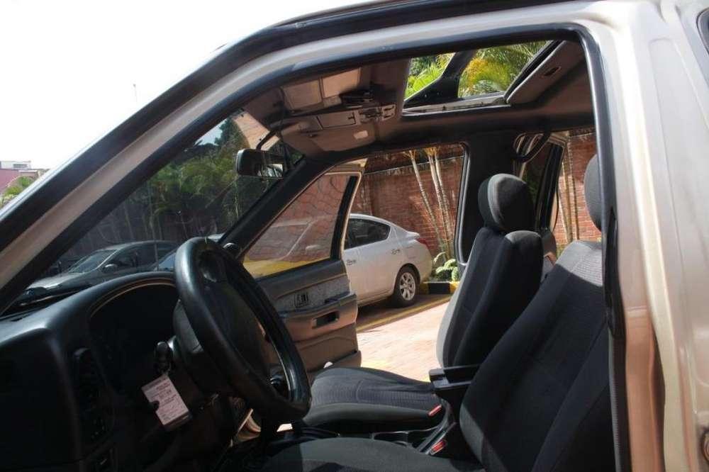 Nissan Pathfinder 1998 - 143000 km