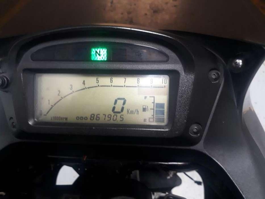 Moto Suzuki Frewind 650