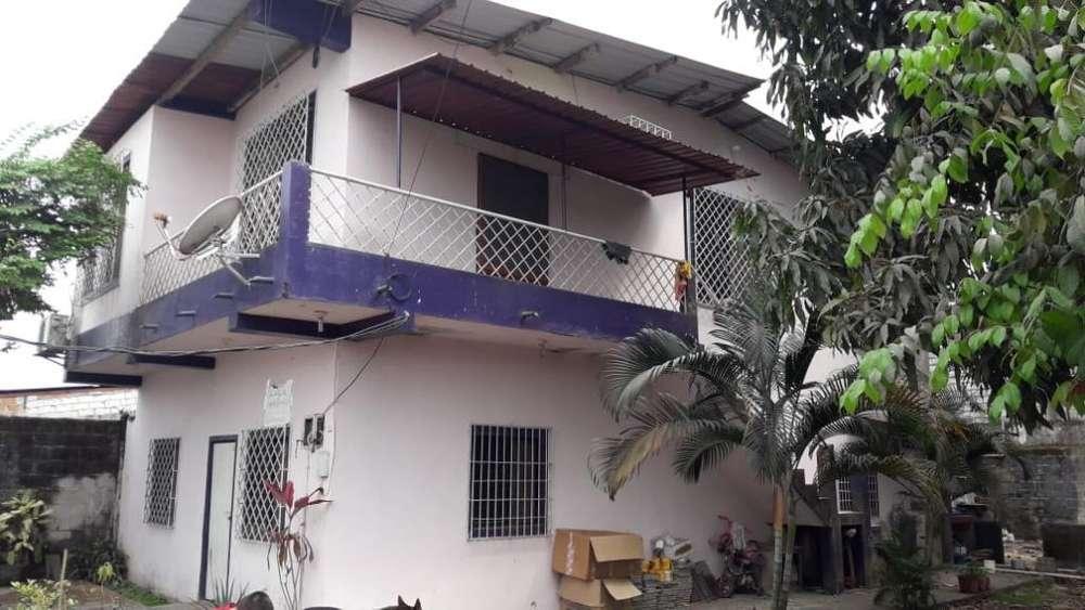 Se Vende Casa Frente Al Hosp Iessquevedo