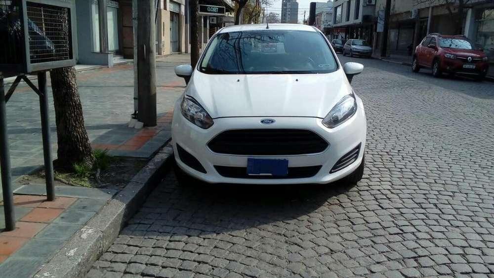 Ford Fiesta  2015 - 60000 km