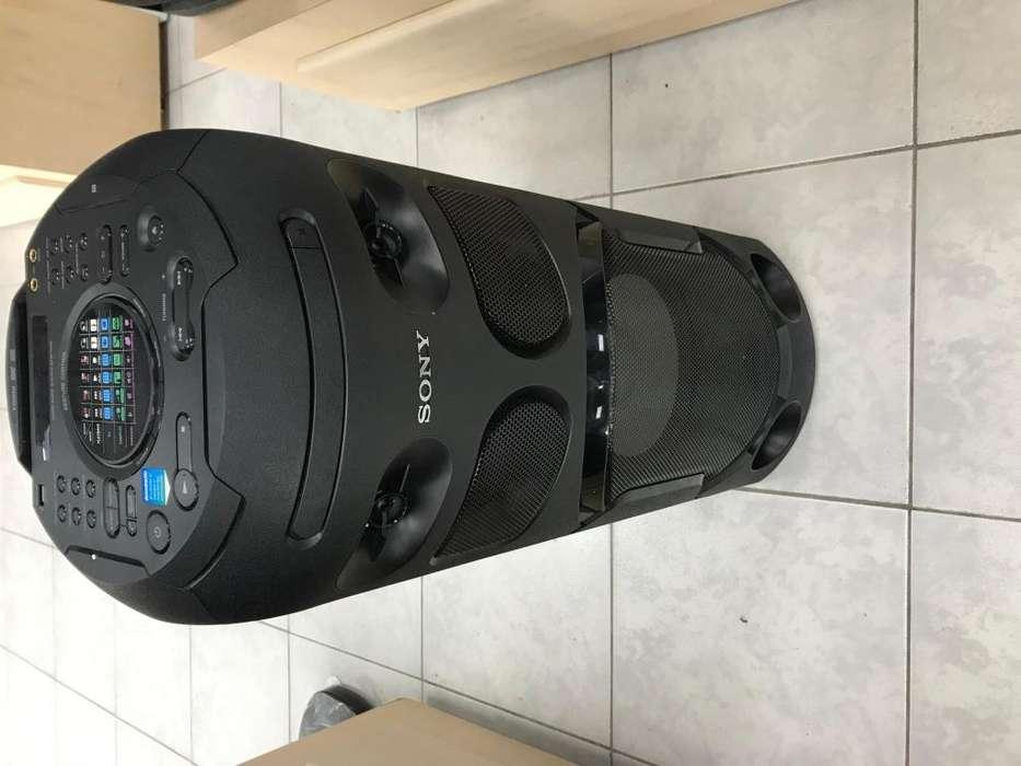 Parlante amplificador Sony Negro MHC-V41D flamante con garantia