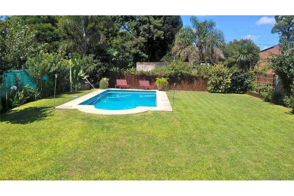 Casa 3 dorm con piscina a una cuadra RN9 en Funes