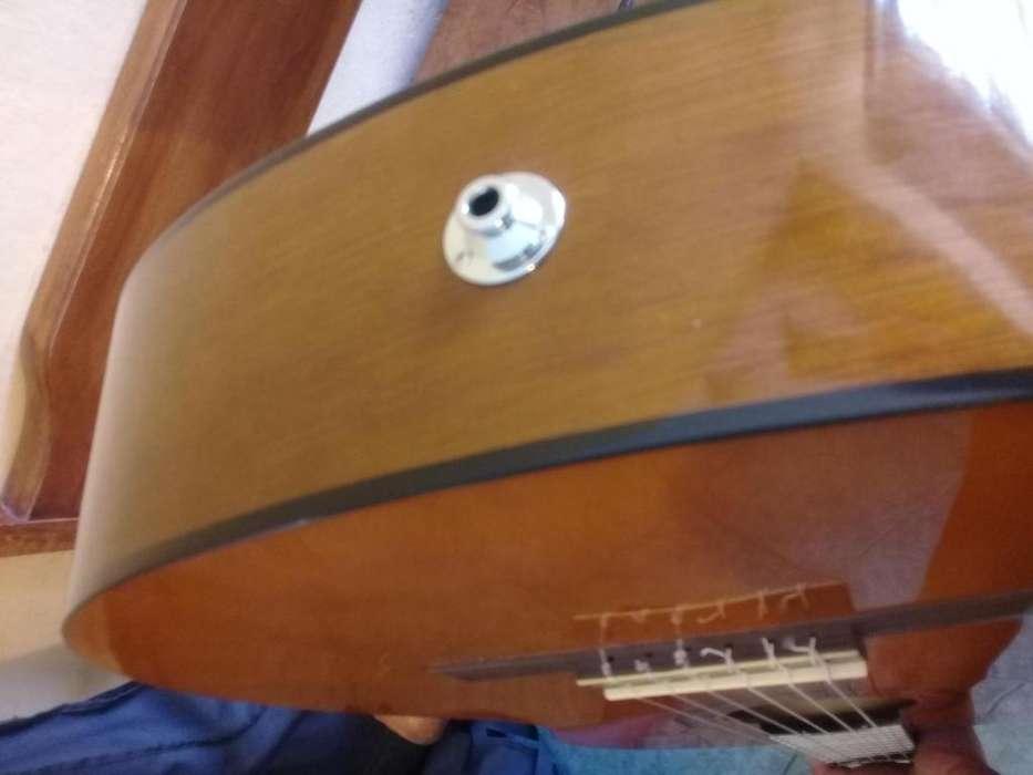 Guitarra Yamaha CX40 electroacustica